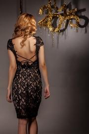 rochii cu spatele decupat din dantela