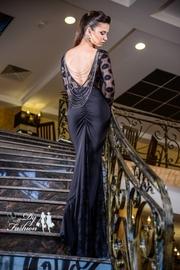 rochii lungi din dantela cu spatele gol