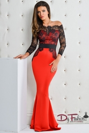 rochii rosii cu maneca lunga