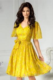 rochii elegante lungi galbene