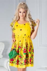 rochii galbene scurte elegante de zi