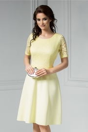rochii galbene scurte elegante din dantela